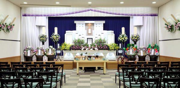 葬儀を行うなら公営斎場か自社斎場か?双方の違いや特徴を解説サムネイル
